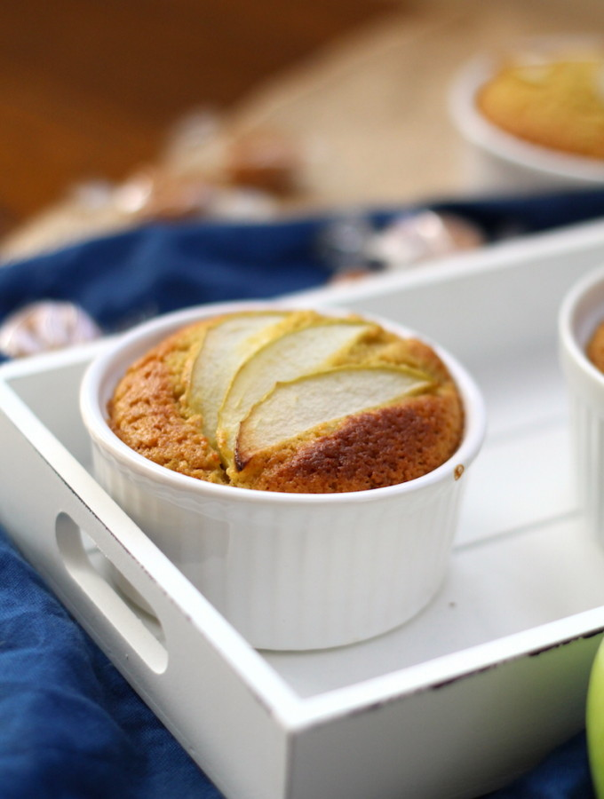 Spiced apple cake pots with a liquid fudge center | www.alifeofgeekery.co.uk
