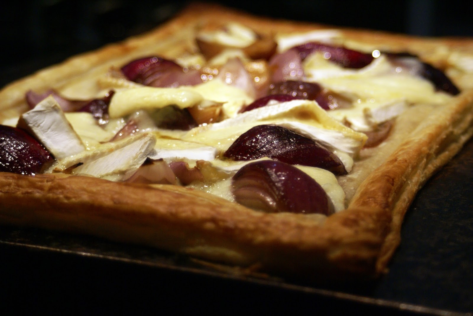 Caramelised Red Onion & Brie Tart | A Life of Geekery